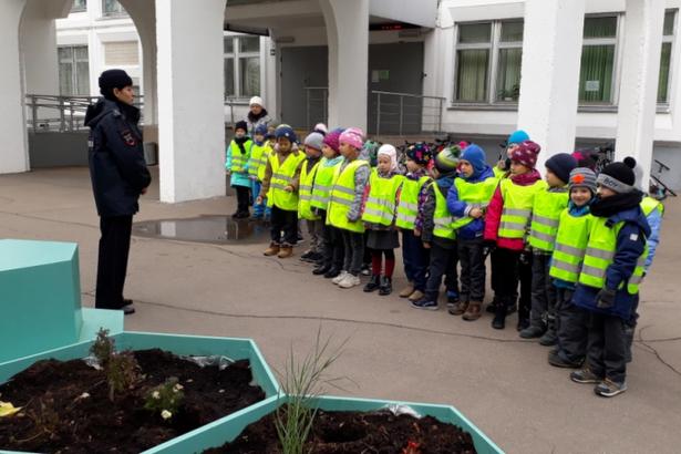 Школьников посвятили в пешеходы